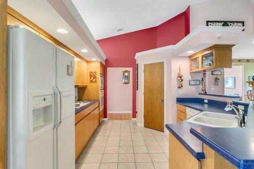 23115-Glory-Rd--Howey-In-The-Hills--FL-34737----19---Kitchen.jpg