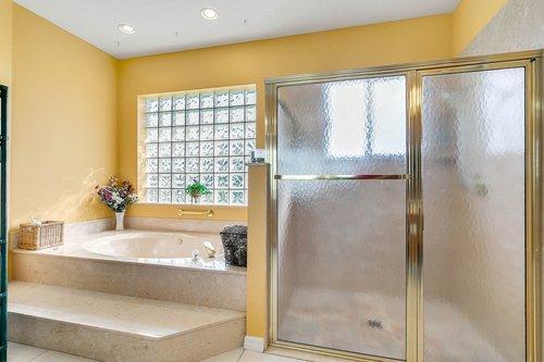 23115-Glory-Rd--Howey-In-The-Hills--FL-34737----26---Master-Bathroom.jpg