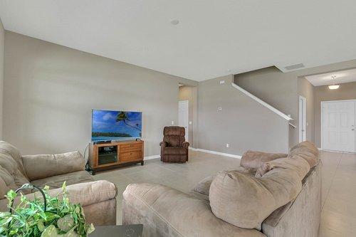 556-Blue-Cypress-Dr--Groveland--FL-34736----09---Family-Room.jpg