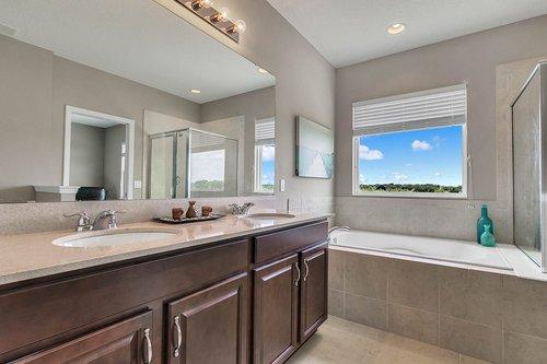 556-Blue-Cypress-Dr--Groveland--FL-34736----20---Master-Bathroom.jpg