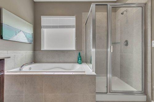 556-Blue-Cypress-Dr--Groveland--FL-34736----21---Master-Bathroom.jpg