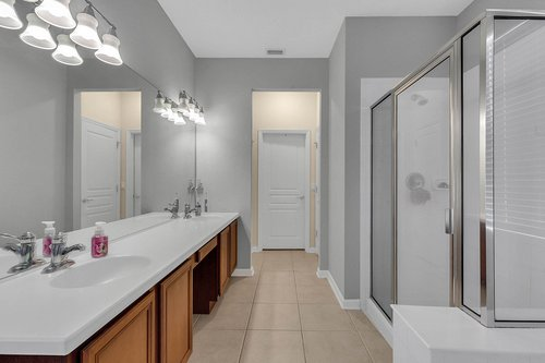 13239-Jervey-St--Windermere--FL-34786---18---Master-Bathroom.jpg