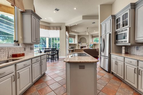 8712-Scenic-Oak-Ct--Orlando--FL-32836---08---Kitchen.jpg