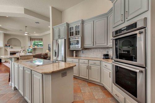 8712-Scenic-Oak-Ct--Orlando--FL-32836---09---Kitchen.jpg