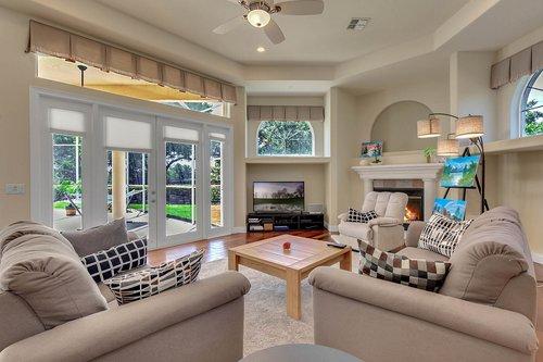 8712-Scenic-Oak-Ct--Orlando--FL-32836---13---Family-Room.jpg