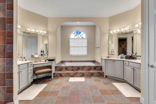 8712-Scenic-Oak-Ct--Orlando--FL-32836---16---Master-Bathroom.jpg