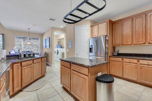 1940-Pamlynne-Pl--Windermere--FL-34786----16---Kitchen.jpg