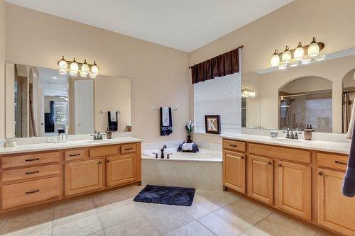 1940-Pamlynne-Pl--Windermere--FL-34786----22---Master-Bathroom.jpg