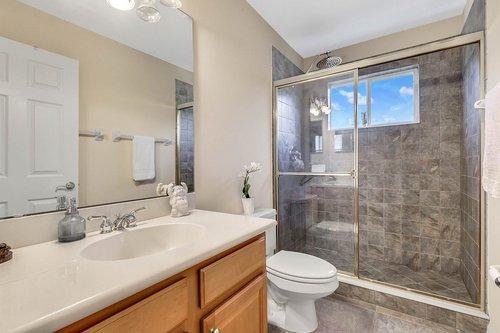 1940-Pamlynne-Pl--Windermere--FL-34786----28---Bathroom.jpg