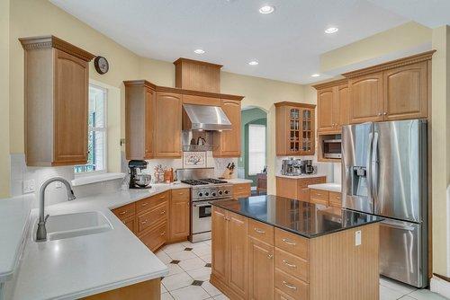 1950-Hempel-Ave--Windermere--FL-34786----10---Kitchen.jpg