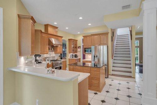 1950-Hempel-Ave--Windermere--FL-34786----14---Kitchen.jpg
