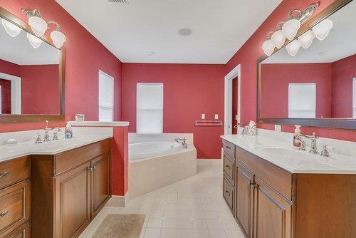 1950-Hempel-Ave--Windermere--FL-34786----20---Master-Bathroom.jpg
