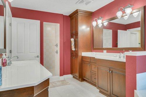1950-Hempel-Ave--Windermere--FL-34786----21---Master-Bathroom.jpg