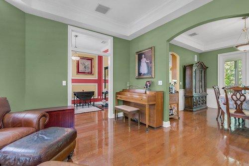 Reshoot---1950-Hempel-Ave--Windermere--FL-34786----08---Living-Room.jpg