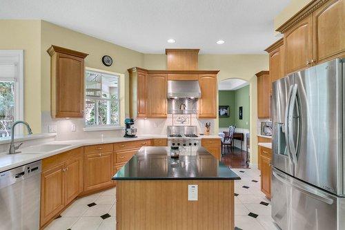 Reshoot---1950-Hempel-Ave--Windermere--FL-34786----14---Kitchen.jpg
