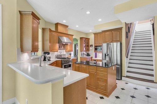 Reshoot---1950-Hempel-Ave--Windermere--FL-34786----16---Kitchen.jpg