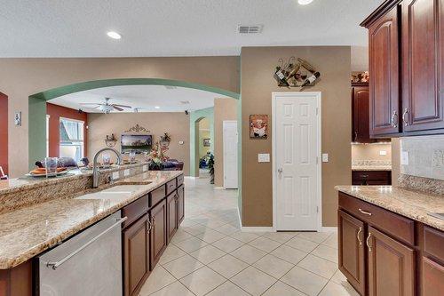 15301-Hayworth-Dr--Winter-Garden--FL-34787----13---Kitchen.jpg