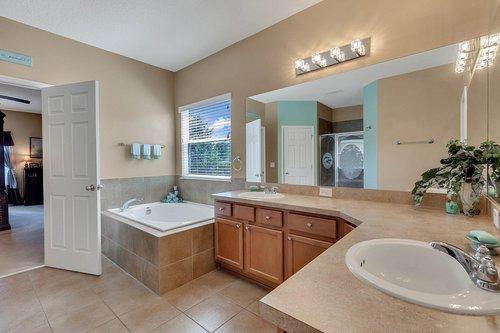 15301-Hayworth-Dr--Winter-Garden--FL-34787----19---Master-Bathroom.jpg