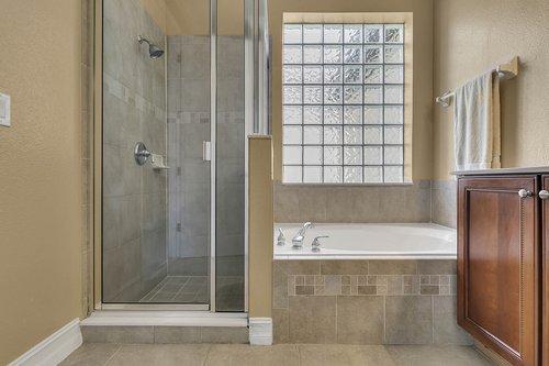 3106-Falconhill-Dr--Apopka--FL-32712----16---Master-Bathroom.jpg