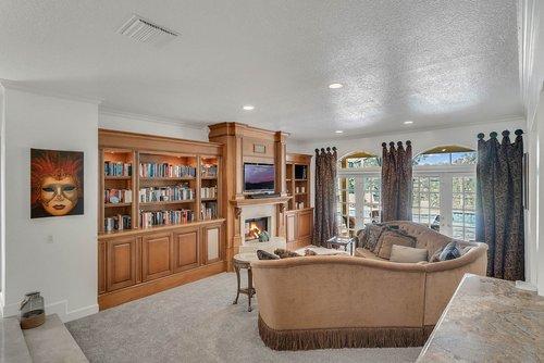 176-Vista-Oak-Dr--Longwood--FL-32779----12---Family-Room.jpg