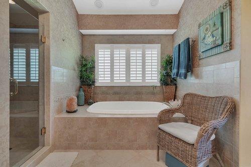 176-Vista-Oak-Dr--Longwood--FL-32779----29---Master-Bathroom.jpg