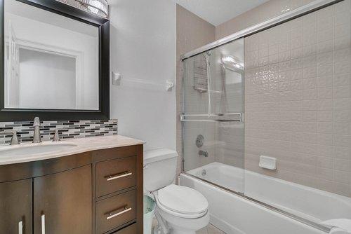 176-Vista-Oak-Dr--Longwood--FL-32779----33---Bathroom.jpg