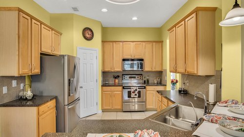 1015-Ridgemount-Pl--Lake-Mary--FL-32746--38-----17---Kitchen.jpg