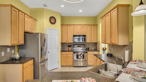 1015-Ridgemount-Pl--Lake-Mary--FL-32746--38-----17---Kitchen.jpg