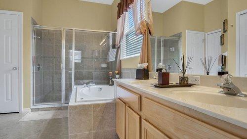 1015-Ridgemount-Pl--Lake-Mary--FL-32746--38-----24---Master-Bathroom.jpg