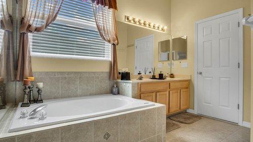 1015-Ridgemount-Pl--Lake-Mary--FL-32746--38-----25---Master-Bathroom.jpg