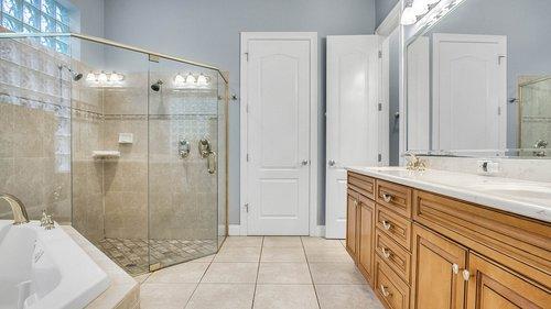 731-Mills-Estate-Pl--Chuluota--FL-32766----17---Master-Bathroom.jpg