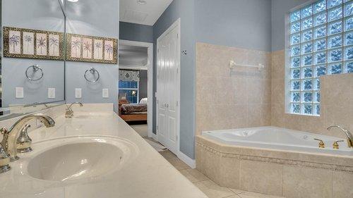 731-Mills-Estate-Pl--Chuluota--FL-32766----18---Master-Bathroom.jpg