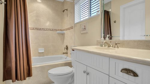 731-Mills-Estate-Pl--Chuluota--FL-32766----20---Bathroom.jpg