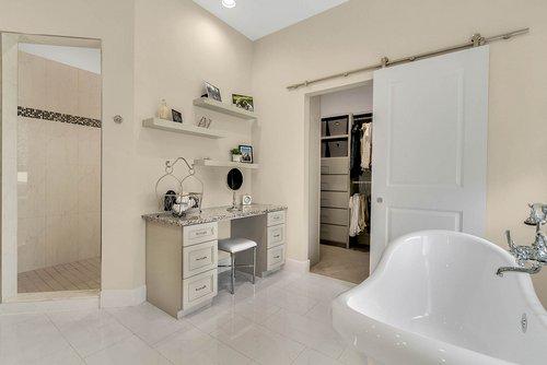 9000-Easterling-Dr--Orlando--FL-32819----28---Mastrer-Bathroom.jpg