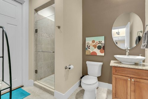 9000-Easterling-Dr--Orlando--FL-32819----30---Bathroom.jpg