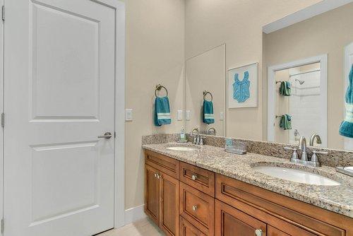 9000-Easterling-Dr--Orlando--FL-32819----34---Bathroom.jpg
