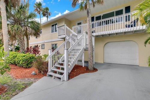 216-69th-St--Holmes-Beach--FL-34217--02--Exterior-Front-2.jpg