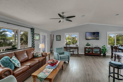 216-69th-St--Holmes-Beach--FL-34217--15--Unit-1-Living-Room-1---2.jpg