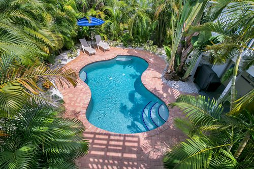 216-69th-St--Holmes-Beach--FL-34217--21--Pool-1---1.jpg