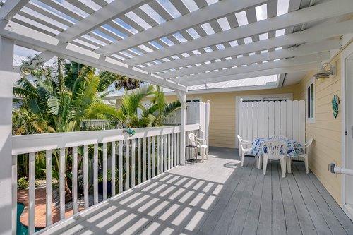 216-69th-St--Holmes-Beach--FL-34217--22--Deck.jpg