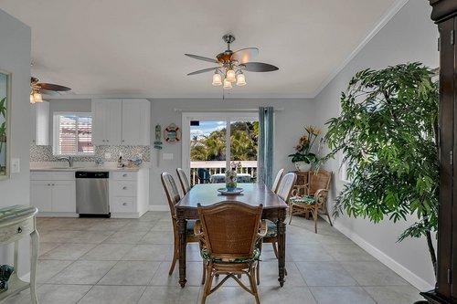 216-69th-St--Holmes-Beach--FL-34217--27--Unit-2-Dining-Area-1---2.jpg