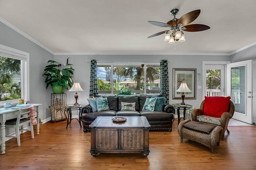 216-69th-St--Holmes-Beach--FL-34217--33--Unit-2-Living-Room-1---2.jpg