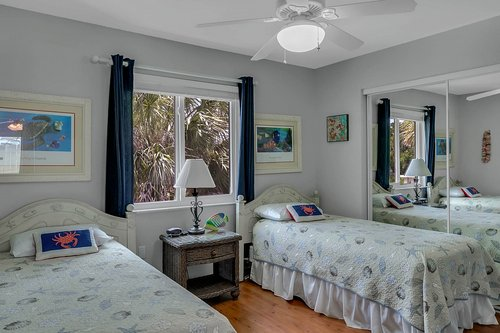 216-69th-St--Holmes-Beach--FL-34217--35--Unit-2-Bedroom-1.jpg