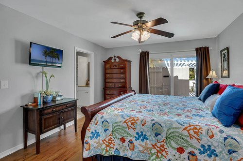 216-69th-St--Holmes-Beach--FL-34217--38--Unit-2-Bedroom-2.jpg