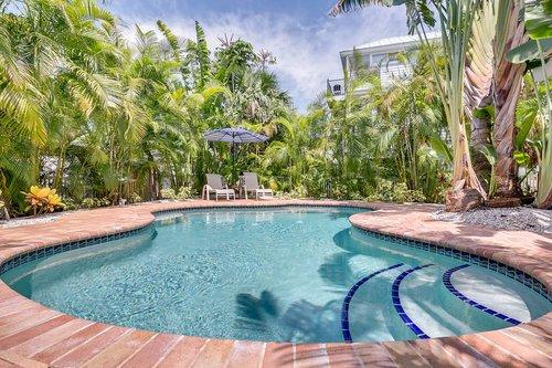 216-69th-St--Holmes-Beach--FL-34217--41--Pool-1---2.jpg