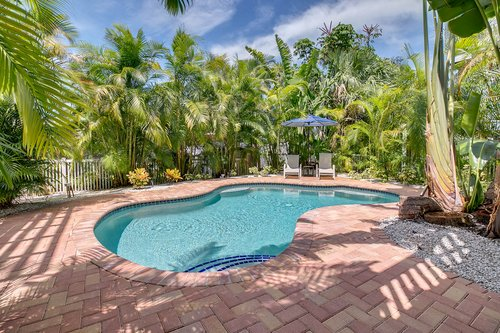 216-69th-St--Holmes-Beach--FL-34217--43--Pool-1---4.jpg