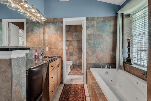 5219-Fawnway-Ct--Orlando--FL-32819----18---Master-Bathroom.jpg