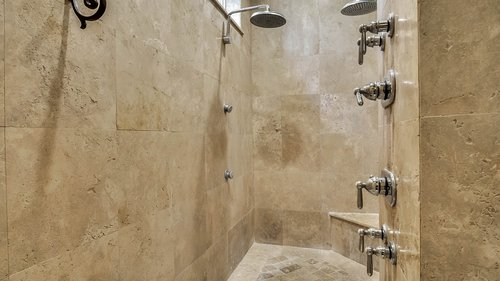 9043-Southern-Breeze-Dr--Orlando--FL-32836----27---Master-Bathroom.jpg