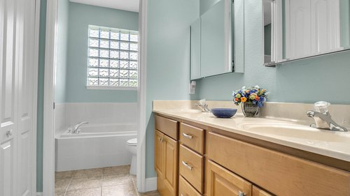 2421-Lake-St--Deltona--FL-32738----25---Master-Bathroom.jpg