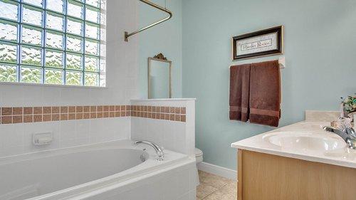 2421-Lake-St--Deltona--FL-32738----28---Bathroom.jpg